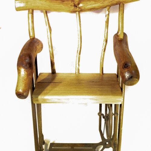 Комплект: Стол и 4 кресла из амурского бархата.